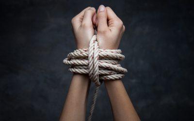 ¿DE DONDE VIENE EL ORIGEN DE NUESTROS MALES? – LAS 4 CREENCIAS LIMITANTES